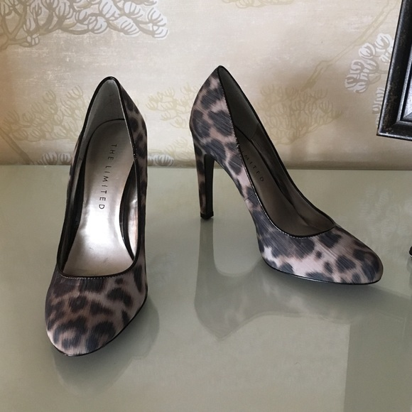 b17500305 The Limited Cheetah Leopard Print Pumps Heels 7.5M.  M_5aa57b762ae12fbc2ddef6b2